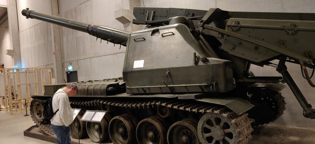 Artillerikanonvagn Akv 151